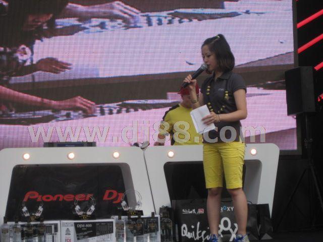 2009dj大赛现场主持人介绍顶尖DJ汪帅