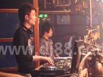 DJ小烨苏荷酒吧现场打碟照片1