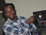 牙买加DJ外教阿诺给学员上课