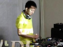 学校内部混音交流赛——DJ学员张俊杰