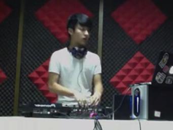 DJ学员张翔晖House接歌练习视频