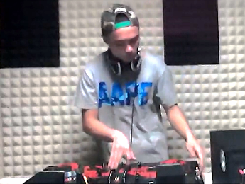 顶尖DJ学员范鹏R&B接歌练习视频