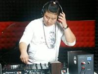 顶尖DJ学员魏忠强House接歌练习视频