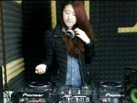 顶尖DJ学员张倩D阶段House接歌练习