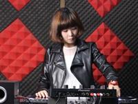 顶尖DJ美女微微机房照片