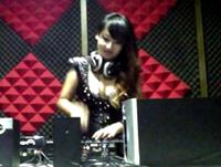 顶尖DJ学员卢娜准备试场机房练习