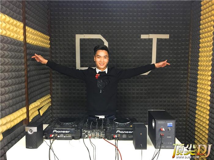 顶尖DJ学校学员谢春D阶段考试
