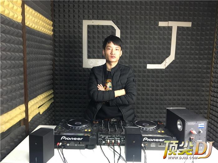 顶尖DJ学校学员吴萧然毕业考试