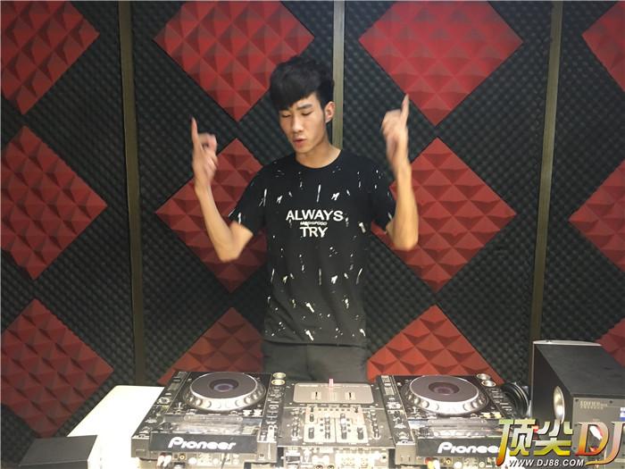 河南DJ学员李鹏威毕业考试