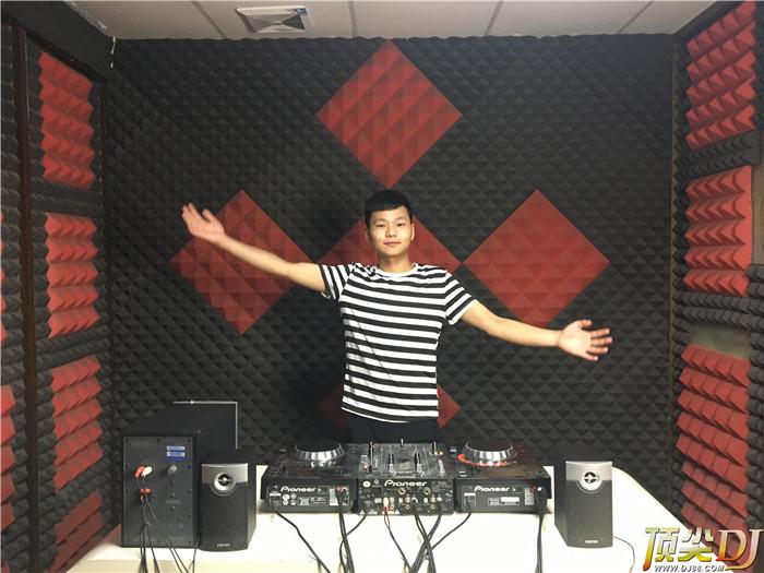 贵州顶尖DJ学校学员仇星星D阶段考试