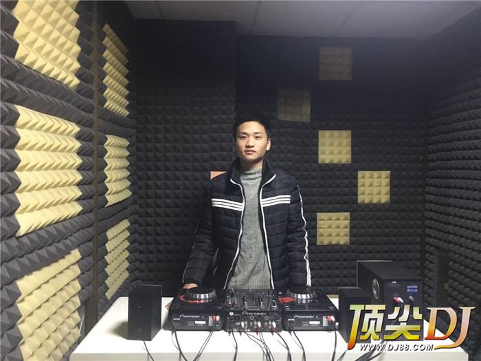 河南顶尖DJ学校学员李文浩E阶段考试