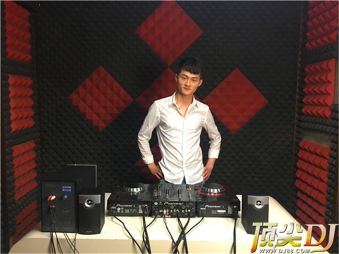 四川顶尖DJ学校学员张天一D阶段考试