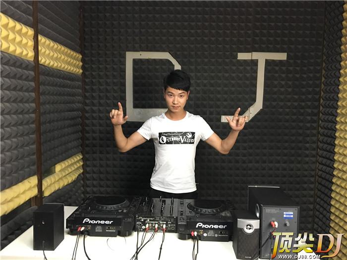 贵州顶尖DJ学校学员张雄E阶段考试