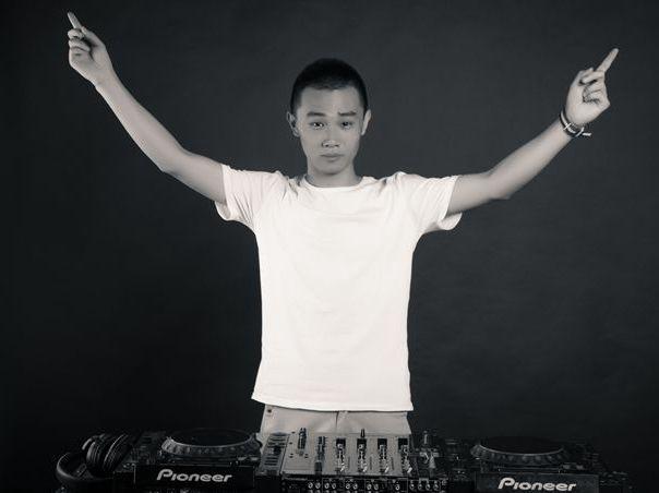 顶尖DJ学校学员万梓昂