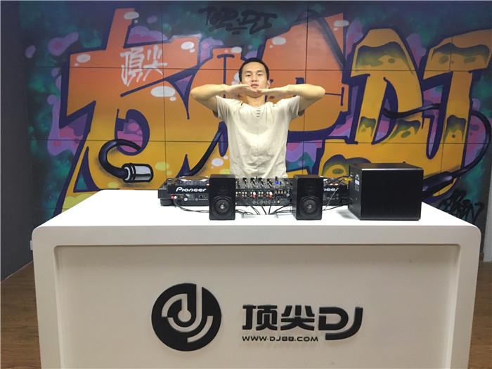 河南DJ学员周学强机房照片