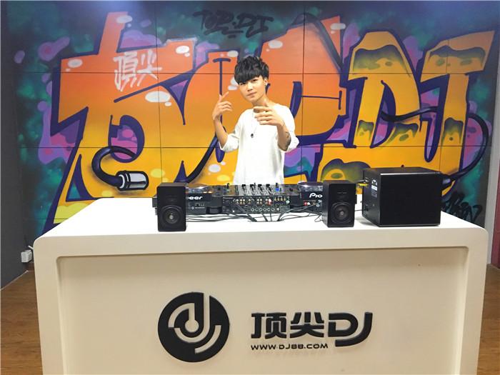 云南顶尖DJ学校学员温杰毕业考试