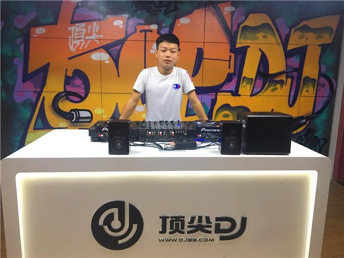 贵州顶尖DJ学校学员陈诺E阶段考试
