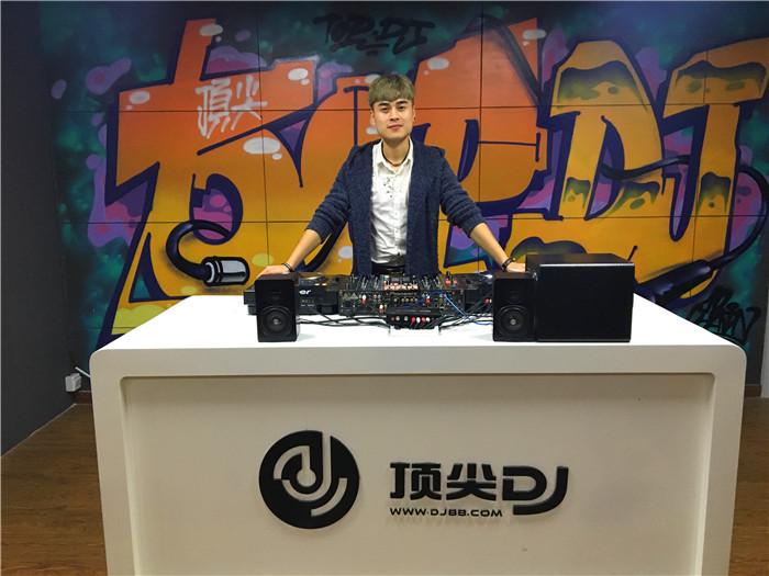 广西顶尖DJ学校学员凌五夕D阶段考试