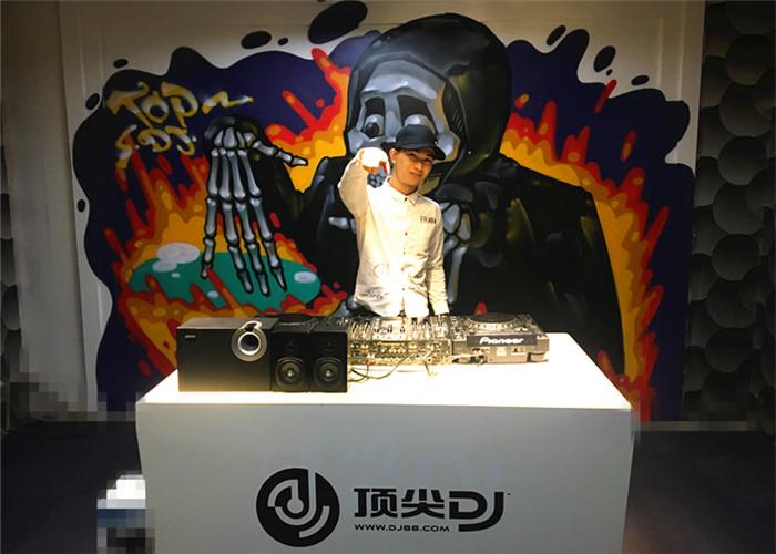 广东DJ学员陈才固机房照片