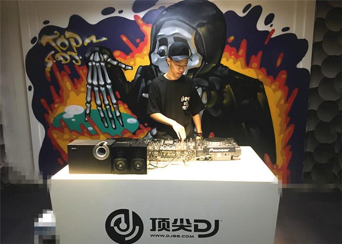 云南DJ学员叶轩机房照片