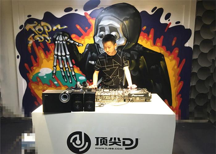 江西DJ学员黄鼎耀机房照片