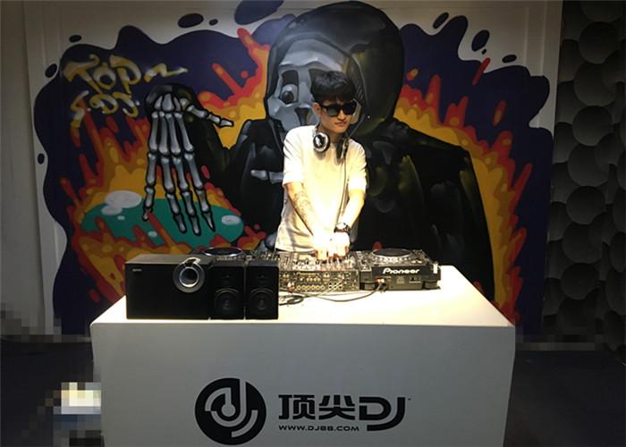 安徽DJ学员田帅机房照片
