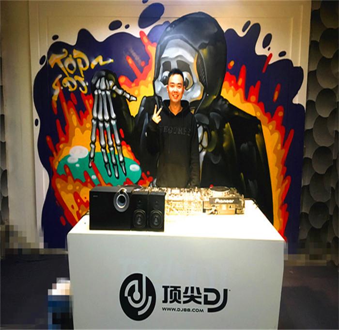 重庆DJ学员李陶机房照片