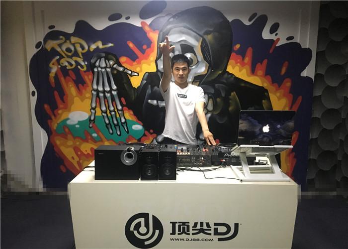 DJ学员庞坤机房照片