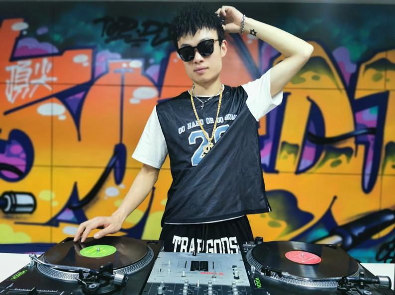 湖北DJ学员陈磊照片