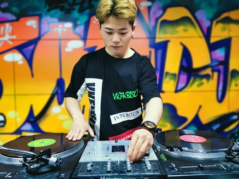 DJ学员鈡礼明照片