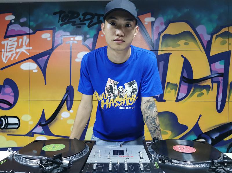 山东顶尖DJ学校学员马逍遥照片