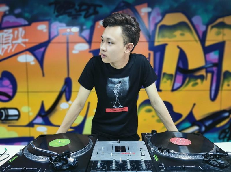 四川顶尖DJ学校学员谭维新毕业考试