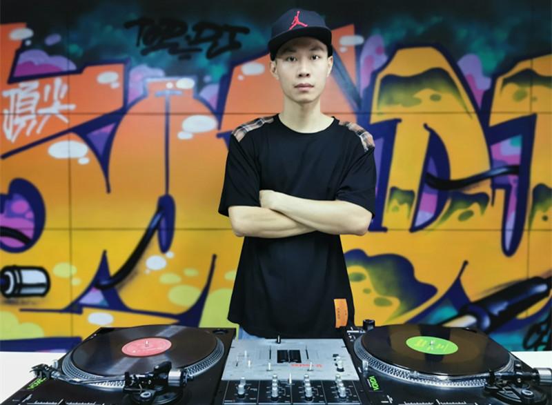 海南顶尖DJ学校学员覃思照片